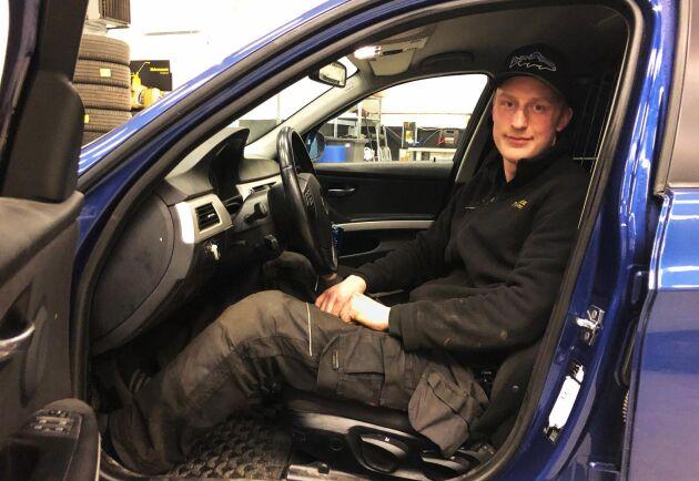 Alec Emanuelsson håller just nu på med att bygga sin sjunde A-traktor. Den här gången av en BMW E39.
