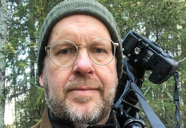 – Kanske var boken ett sätt att avprogrammera mig från skogsbruk. Nu kommer jag istället ägna mig åt det som är roligt i skogen, säger Rolf Segerstedt som också är en hängiven och prisbelönt naturfotograf.