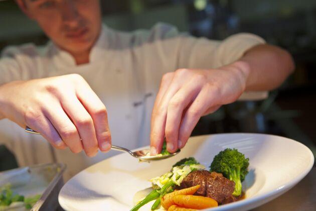 Det ska vara obligatoriskt att berätta var kött och fisk kommer i från inom EU, tycker S.