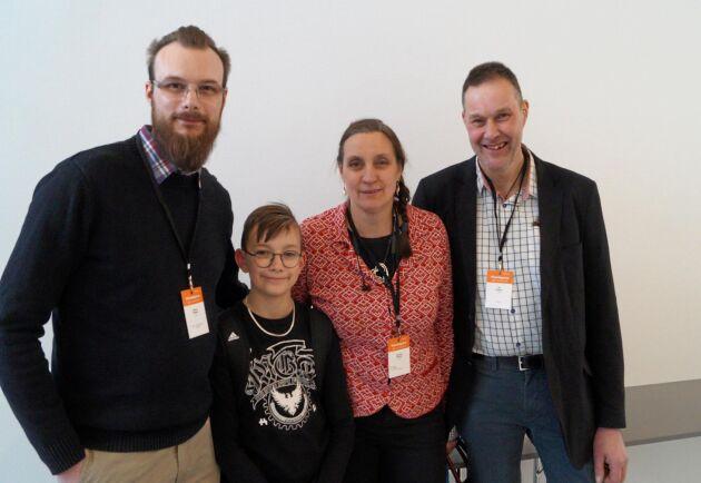 Christina och Ulf Winblad fick utmärkelsen Årets mjölkbonde 2019. Här tillsammans med sönerna Gustaf och Eric på Växadagarna i Jönköping.
