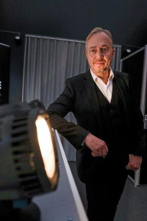 """Uppkopplat. Tyri släpper i dagarna arbetsbelysning som är uppkopplat i nätverk och kan programmera och styras från en mängd olika enheter. """"Det är bara fantasin som sätter gränsen för vad som kan göras"""", säger PeO Axelsson, marknadschef på Tyri."""