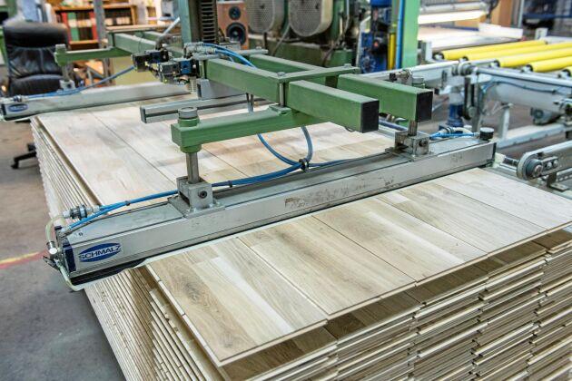 Tillverkning av ekparkett vid Berg och Bergs fabrik i Kallinge.