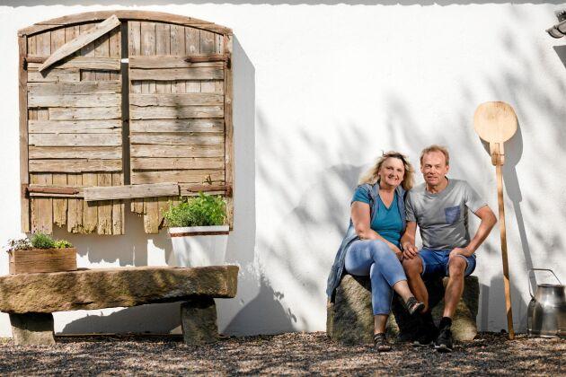 """""""När hyresgästerna har knackat på har vi haft ett öppet sinne och sett möjligheterna"""", säger Eva-Lena och Håkan Johnsson som blivit hyresvärdar i stället för mjölkbönder."""