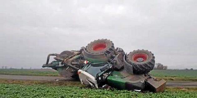 Väjde för bil - traktorn välte