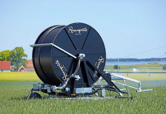 I sin verkstad i Gringelstad tillverkar de 25-30 medarbetarna i produktionen på Rosenqvists Irrigation runt åtta bevattningsmaskiner i veckan.