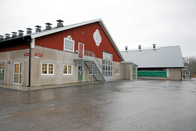 """Investering i byggnader och utrustning på Gäddeholm har kostat drygt 45 miljoner kronor. Västerås stad står för investeringen i byggnaderna och familjen för inventarierna. """"Vi valde mellan nedläggning och satsning. Det blev satsning och det är jag glad för"""", säger Adam Skure."""