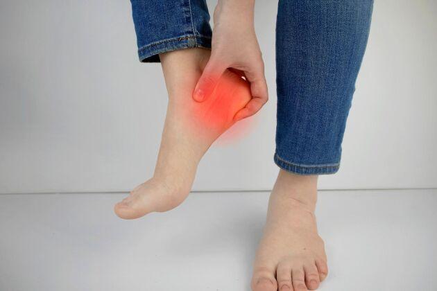 Hälsporre kan vara mycket smärtsamt. Vila fötterna så länge det gör ont.