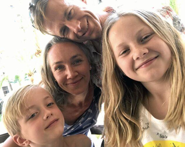 Irmi, 44 år, Magnus, 45 år, Sonja, 12 år och Måns, 9 år.