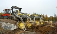 Maskin tog eld under skogsarbete