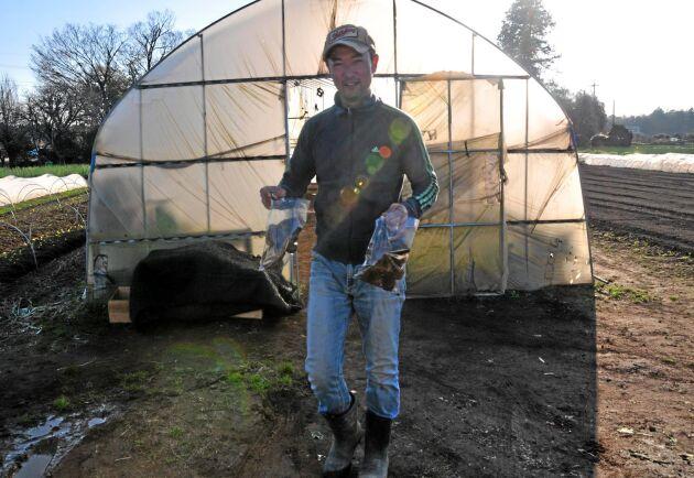 Setsuo Nakagoshi bestämde sig för att han bara skulle odla ekologiskt. Han valde bort genmodifierade grödor.