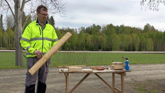 Jimmy Lundström har forskat fram en cellulosaspray som han hoppas ska bli nästa generation kemikalier som ska förhindra eller förlänga brandförloppet.