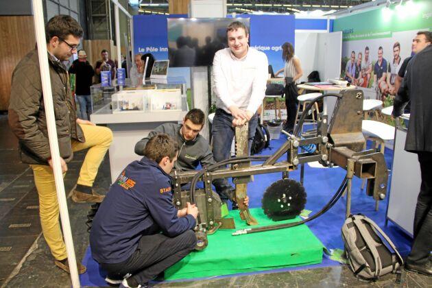 Ett gäng studenter från institutionen för agromekanik och ny teknik vid universitetet Uni La Salle norr om Paris visade ett projekt där de bygger en prototyp till en såenhet för stripsådd.