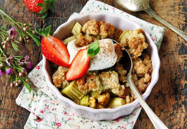 Rabarberpaj smakar sommar när den är som allra härligast.