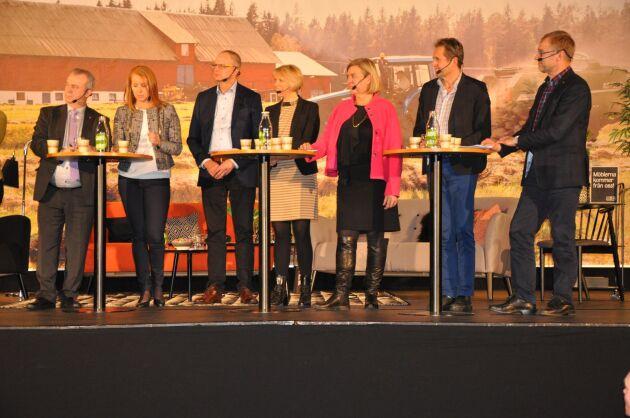 Paneldeltagare. Åtta personer deltog i lantbruksdebatten i Skövde under måndagskvällen.