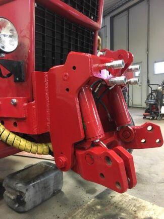 Själva lyften kommer ursprungligen från en John Deere 7530 och ska klara fem ton.