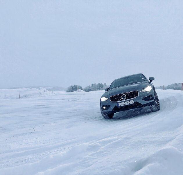 Det har ju talats högt och mycket om en kommande elektrifiering av alla Volvos modeller, men någon laddhybridversion av V60 CC AWD verkar inte vara på gång.