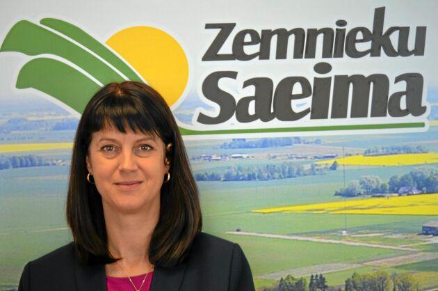 Maira Dzelzkaleja-Burmistre på bondeorganisationen Zemnieku Saeima tycker det är fel att plantera skog på jordbruksmark.