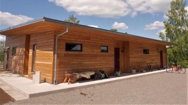 Olika sorters lövträ har använts för att bygga visningshuset vid Bodasjön.
