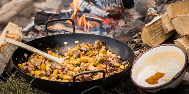 Biff- och potatispanna med svamp och hjortronsås