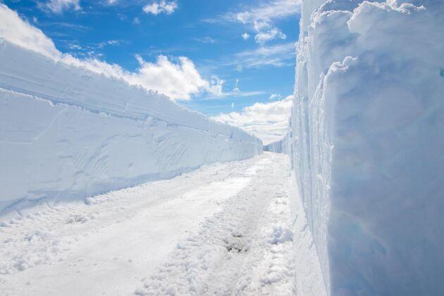 Även här ligger snön närmare 2 meter tjock.