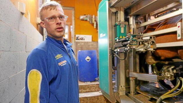 Snart plockas robotmjölkningen bort: – Jag ser att vi lägger för mycket tid på management av robotarna utan att det ger mer mjölk, menar Fredrik Larsson.