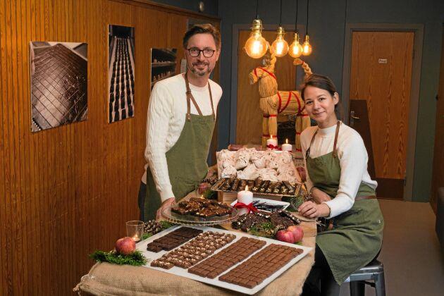 Julen är hektisk för Ulrika Bergenkrans och Fredrik Alverén som driver chokladfabriken.