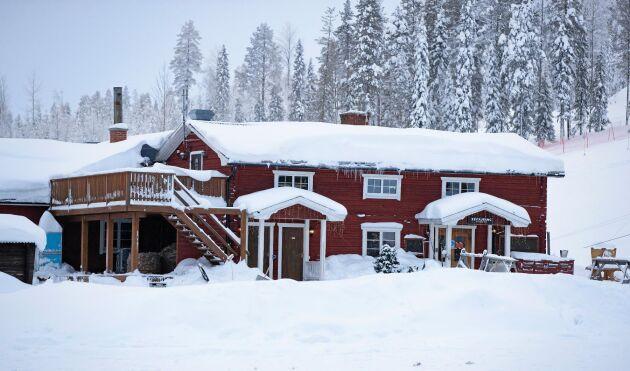 Ett av husen i den familjeägda skidanläggningen i Kåbdalis.