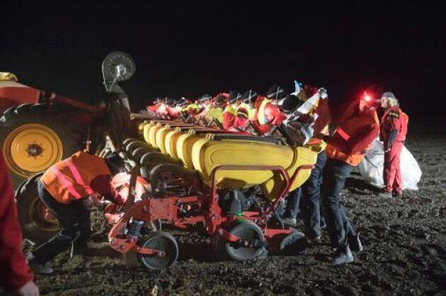 Under 24 timmar hann man så 502,05 hektar majs med Väderstads precisionssåmaskin.