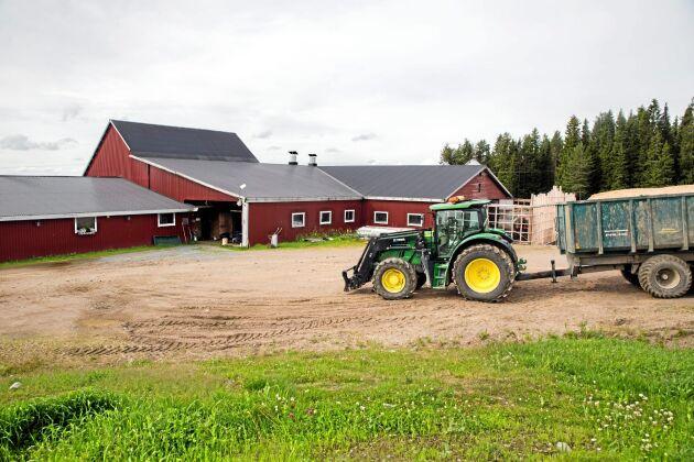 Avsides. Gården ligger på gränsen mellan Västerbottens och Norrbottens län.