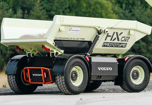 Volvo testar helt elektrifierad och autonom drift i ett stenbrott utanför Göteborg. Där transporterar dessa förarlösa fordon bergsmassorna.