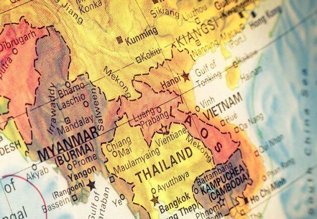 Laos med Thailand på sin västra sida och Vietnamn i öster och därifrån smittan nu tros ha spridit sig.