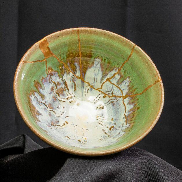 Sen kan lagningen vara det allra vackraste. Den japanska konsten kintsugi innebär att man lagar så det syns, med lack blandat med guldpulver.