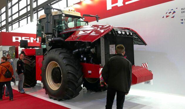 Ryska Rostselmash tillverkar en rad olika redskap och maskiner för lantbruket. Traktorutbudet är dock begränsat till modellen RSM 2400.