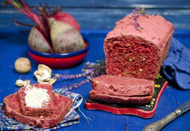 Passa på att baka ett bröd på rödbetor när de är i säsong!