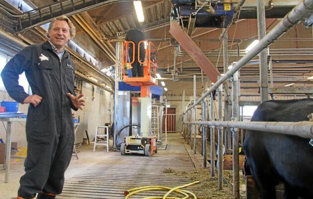 Den nya utrustningen installeras under hösten och beräknas vara klar för mjölkning i slutet av november.