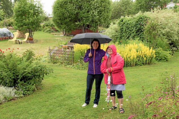 Dalkullorna Inger Persson, Gesunda, och Lillemor Wass, Ryssa, hämtade inspiration i Silva Thorsdotters färgstarka trädgård.