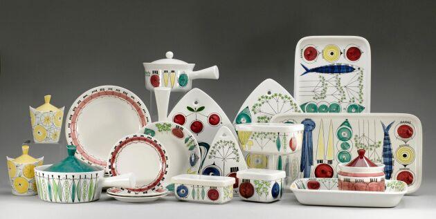 """""""Picknick"""", Rörstrand. Formgivare: Marianne Westman. 28 delar, flintgods. Slutpris: 7900 kronor."""