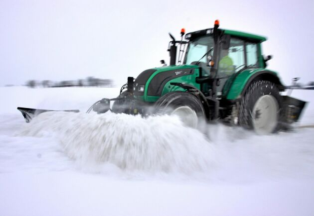 Snöröjning är ett exempel på kombinationsverksamhet som kan betyda mycket för att öka intäkterna i ett lantbruksföretag.
