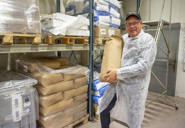 Det lokalt odlade kornmjölet som malts i en kvarn i norra Finland.
