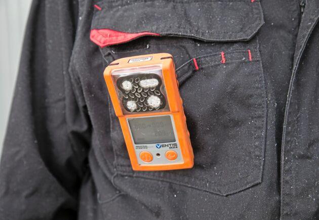 Snabbt och lätt. Med ett enkelt handgrepp kläms gasvarnaren fast i kläder eller skärp.