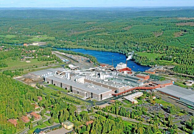 I Kvarnsveden producerar Stora Enso förbättrat tidningspapper, obestruket journalpapper och förpackningspapper fram till tredje kvartalet i år. Årskapaciteten ligger på 600 000 ton totalt.