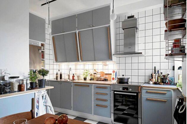NYGAMMALT. SERIEN Retro från Himlekök ser ut som 1950-tal men har alla moderna finesser som mjukstängande lådor och inbyggd diskmaskin.