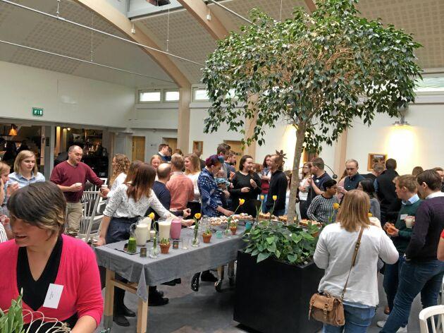 Kaffepaus och tid för samtal under LRF Ungdomens riksstämma på Sånga-Säby 2019.