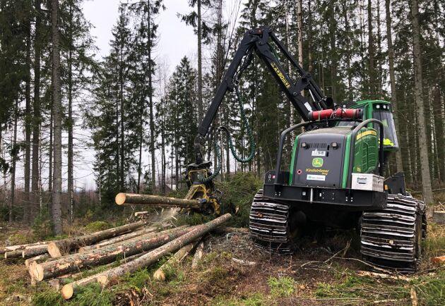 Är terrängen och skogen den rätta kan det bli omkring 500 kubik om dagen för Jörgen Malmqvist.
