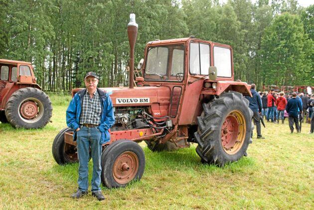 Hem igen. Göran Gunnar fick betala 41000 kronor plus slagavgift för att få hem sin farbrors traktor till gården.