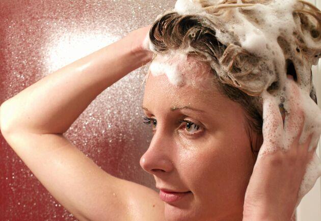 Dina rutiner vid hårtvätt påverkar din hårbotten och dina problem med mjäll.
