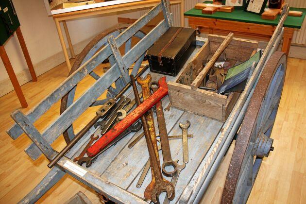 Innan JP Johansson uppfann skiftnyckeln fick arbetare på uppdrag dra med sig en tung kärra med olika verktyg.