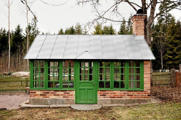Det nybyggda gröna orangeriet är makarnas senaste byggprojekt.