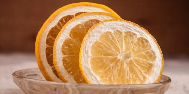 Blek bort fläckar med citron