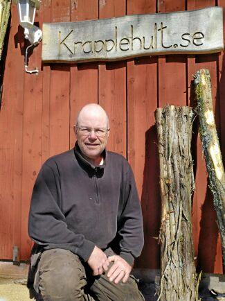 Micael Frisk är skogsägare några mil söder om Nässjö och har ett mindre sågverk på sin gård.